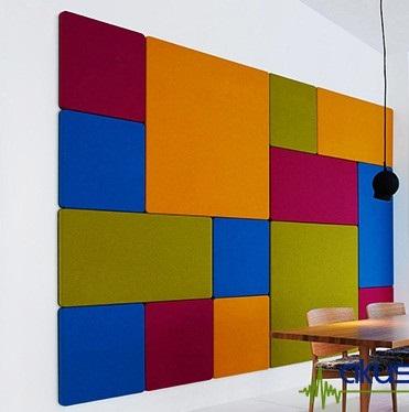 Dekoratif görünümlü kumaş kaplı akustik duvar panelleri