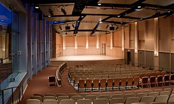 konferans-salonu-akustik-ses-yalitimi-akustik-kaplama
